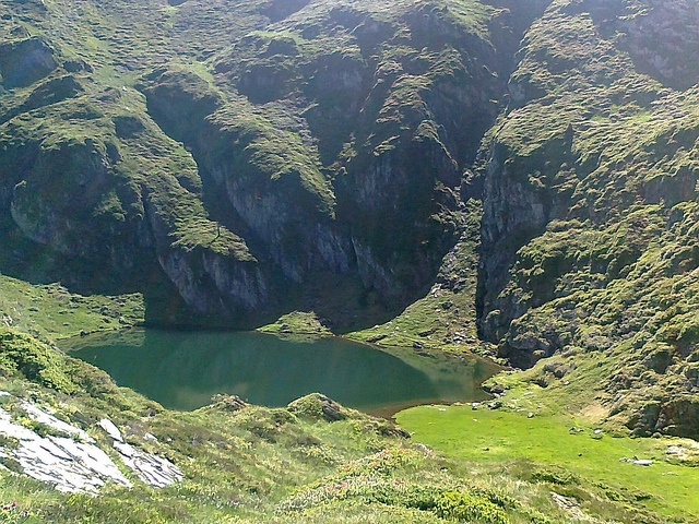 En chemin pour le Col de la Crouzette (Bethmale/Ariège/Pyrénées) by PierreG_09, via Flickr