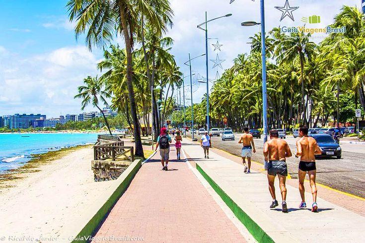 A orla de Ponta Verde tem calçadão, ciclovia, sendo local de esportes e lazer de Maceió.  Veja dicas: http://www.guiaviagensbrasil.com/blog/guia-completo-de-maceio/