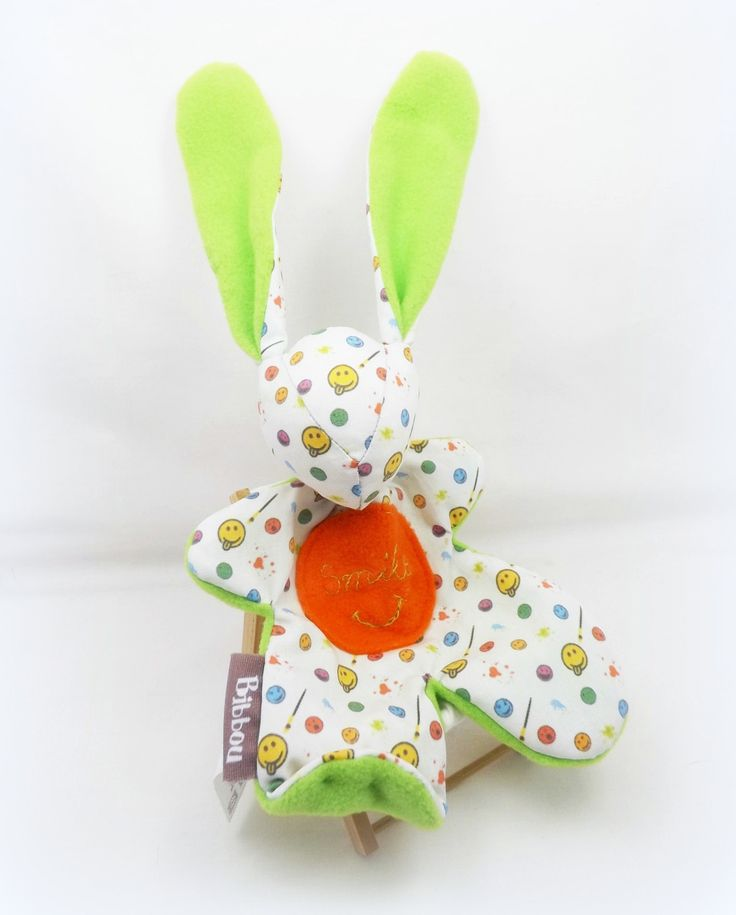 Doudou lapin pour bébé.Moubbi brodé main motifs smile multicolore.Fait main, Unique et original. : Jeux, peluches, doudous par kore-and-co
