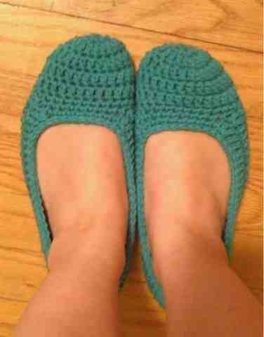 The Hippy Hooker: Made myself some slippers... Finally!! Free crochet pattern included