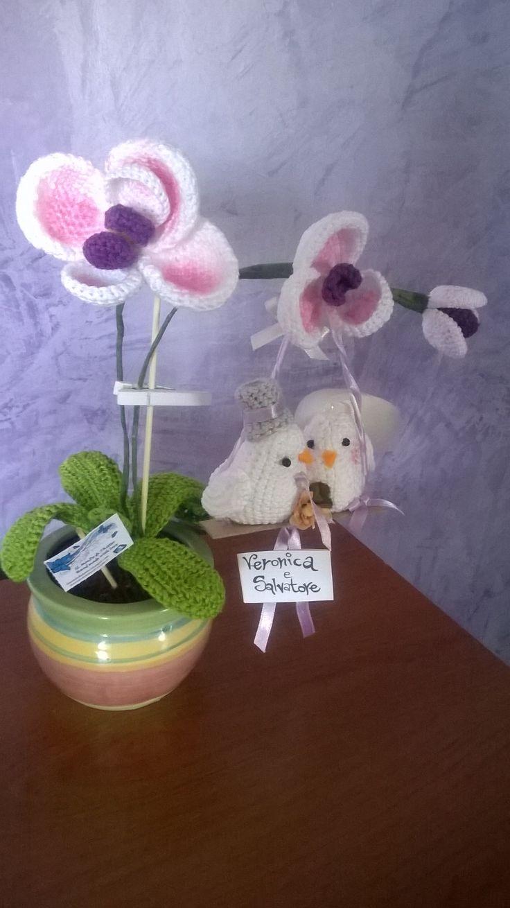 vaso di orchidee con colombini versione sposi