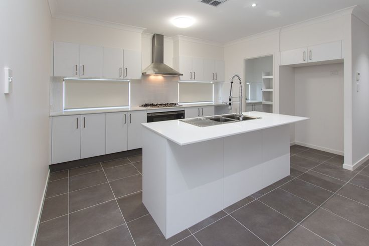Immaculate white custom built kitchen, modern design. Kitchen renovations Gold Coast