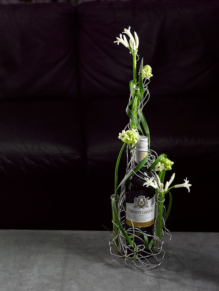 "Wine gift with flowers - Nice! -  The wine is called "" great happiness"" ."