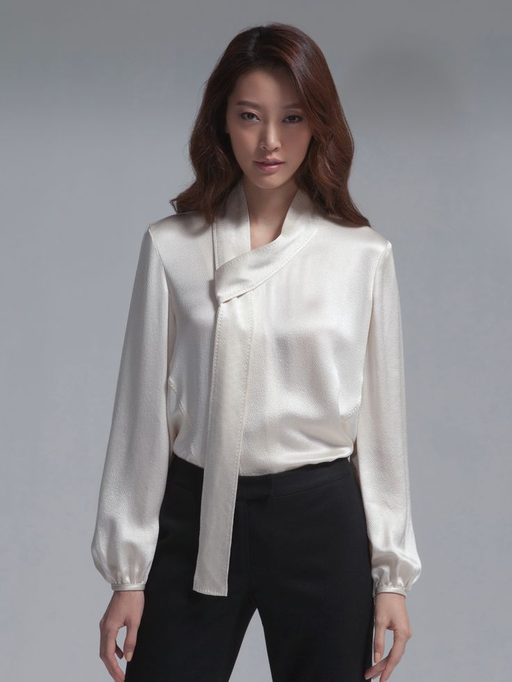 Top off your look with Ann Taylor Petite blouses and tops. Shop now for petite women's tops: including silk blouses, blouses for work, petite shirts, and more.