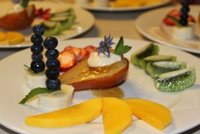 Poached pear with mascarpone cream