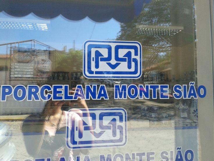 A apenas alguns minutinhos de Águas de Lindóia fica essa loja, em Monte Sião