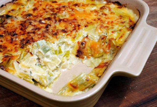 Gratin de poulet et poireaux léger, un délicieux plat complet, bon et équilibré facile et simple à faire pour un repas rapide et léger.