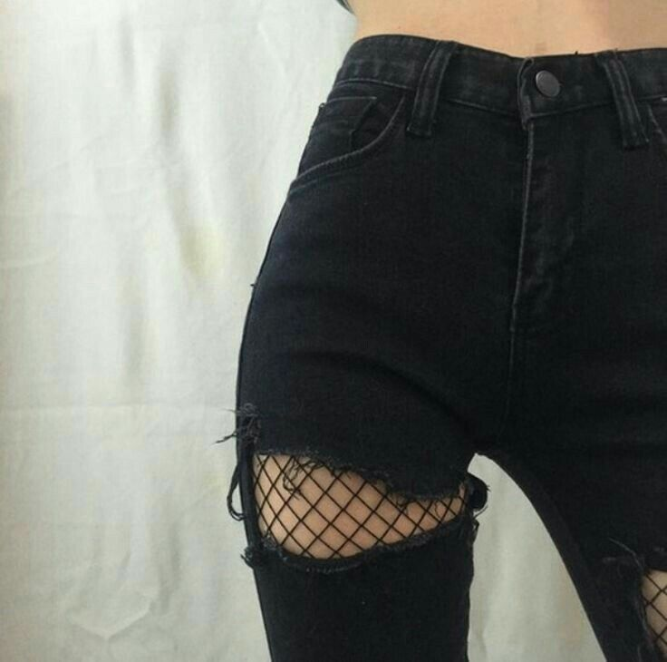 Fish net + rip jeans