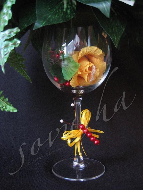 оригинальная идея с бокалом и стрекозой из ленты - Букеты из конфет 4 - sovusha