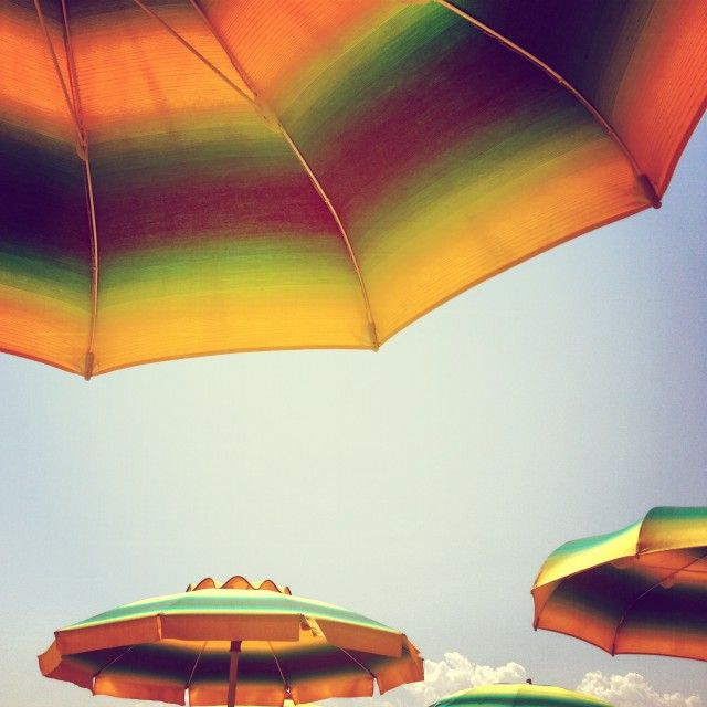 The beach umbrellas of Rimini, Italy via @Yvonne Zagermann #blogville >> Love those colors!