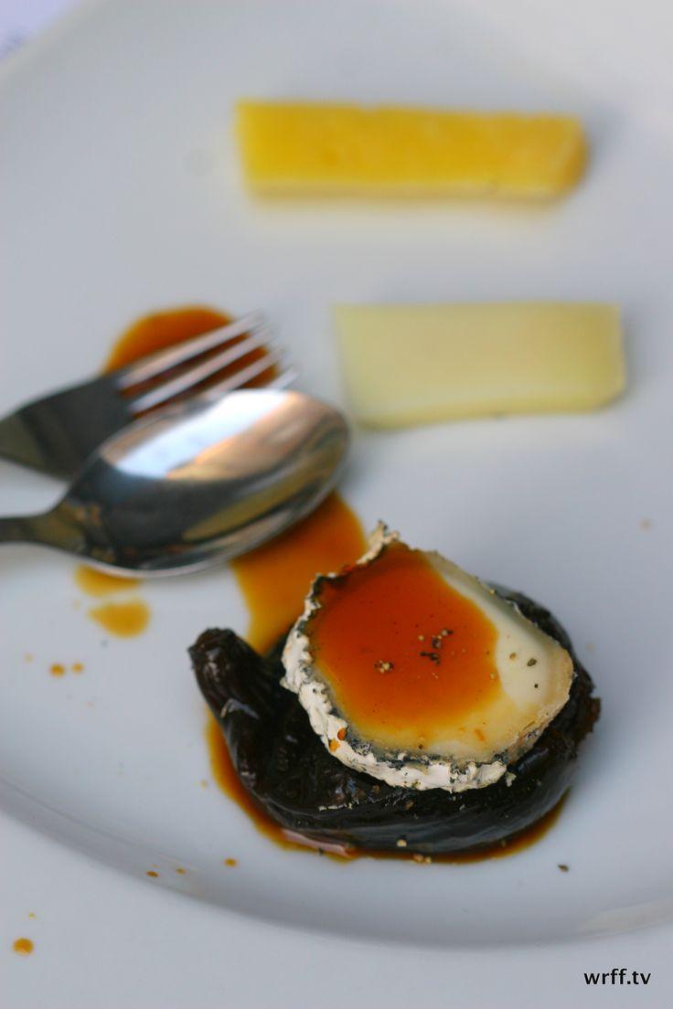 http://wrff.tv Cheese selection with fig in a wonderful petiscos (Portuguese version for tapas) bar. Pachá - Casa Antero in Caldas da Rainha, Leiria