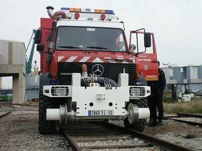 La BMPM (Brigade des Marins Pompiers de Marseille) est la seule à être équipé de cet engin capable de rouler aussi bien sur la route qu'en hors-chemin; mais aussi sur les rails des trains.