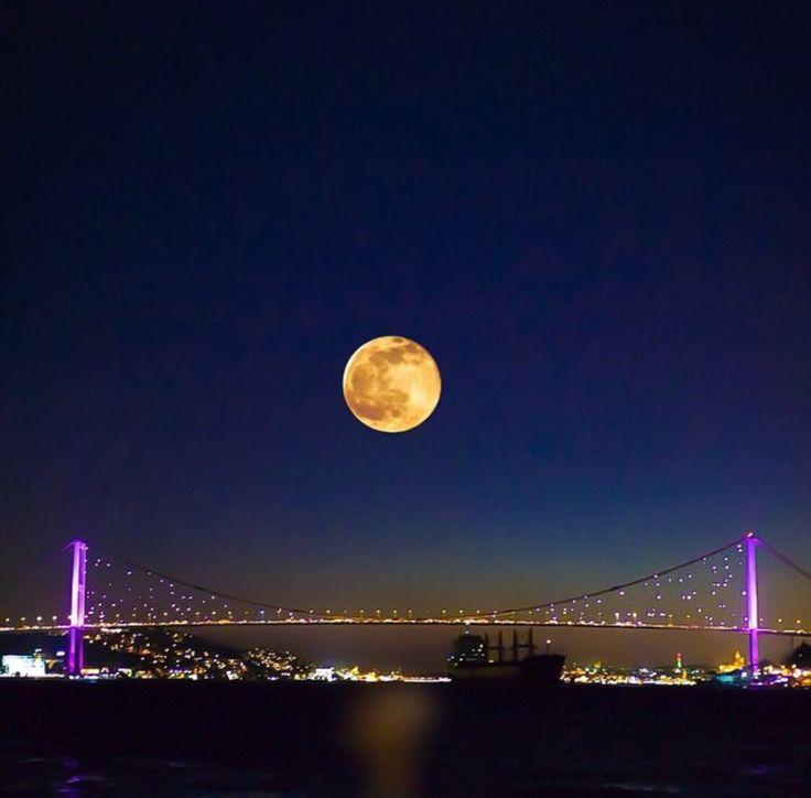 Türkiye Istanbul Boğaziçi Köprüsü Yasemin Aksu
