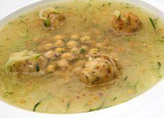 Sopa de pollo y tapioca