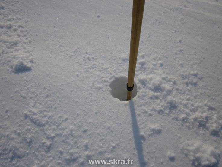 Baton planté dans la neige profonde, Ecosse