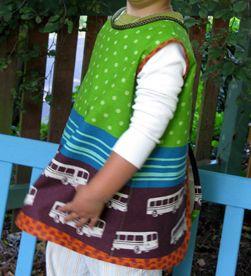 http://www.creativitaorganizzata.it/2011/09/28/tutorial-come-fare-grembiule-proteggi-vestiti-bambini/