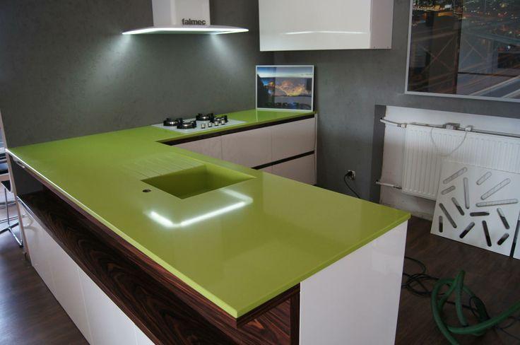 Soczysta zieleń...Konglomerat kwarcowy Verde Fun...Zastrzyk energii w kuchni...