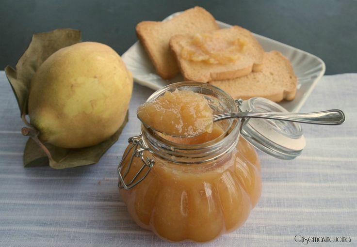 la confettura di mele cotogne ideale per la prima colazione spalmata sul pane.