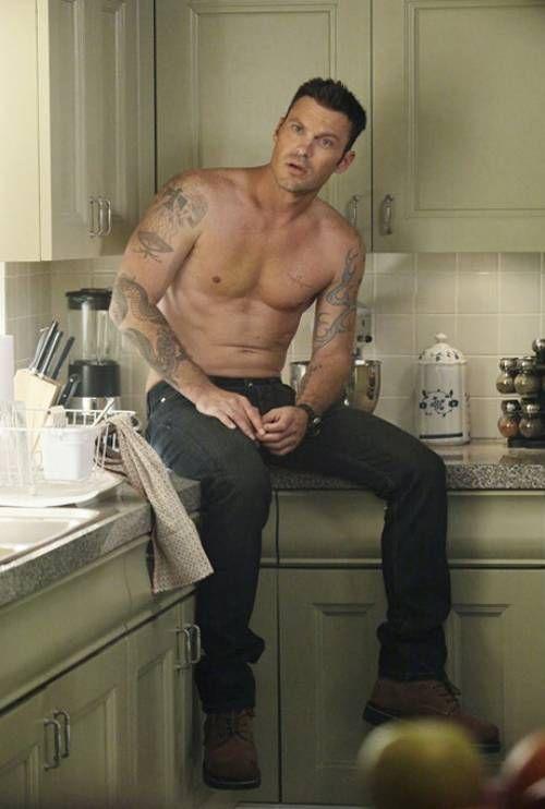 Shane vetler FBI agent Brian Austin Green.