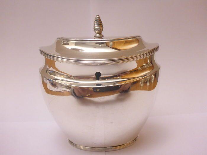 Online veilinghuis Catawiki: Zilveren theebus (zonder sleutel), Nederland, 1820