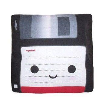 Coussin en forme de disquette #Disk #Pillow pour les geeks nostalgiques http://www.shanalogic.com/for-the-home/pillows/mini-floppy-disc-pillow.html