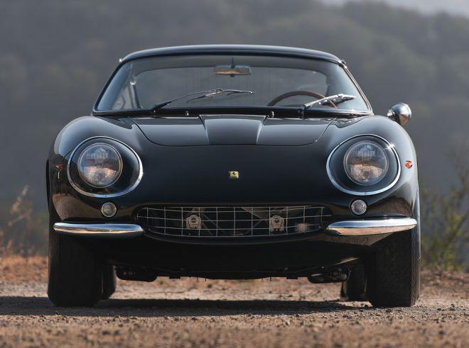 (via This All-Black Vintage Ferrari Will Make Your Heart Skip A Beat «Airows)