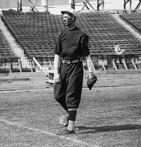 June 4, 1886 in Newport ,TN– November 28, 1970 in New Orleans: Orville 'Orlie' Weaver: a RHP in pro ball 1909-1920,     Chicago Cubs (1910–1911)     Boston Rustlers (1911)// record of 6-15 in 40 games, 5.03 ERA in 196.2 IP, 116 BB, 92 SO, 7 CG
