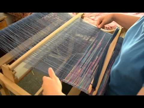 Clasped Weft weaving on a rigid heddle loom - YouTube