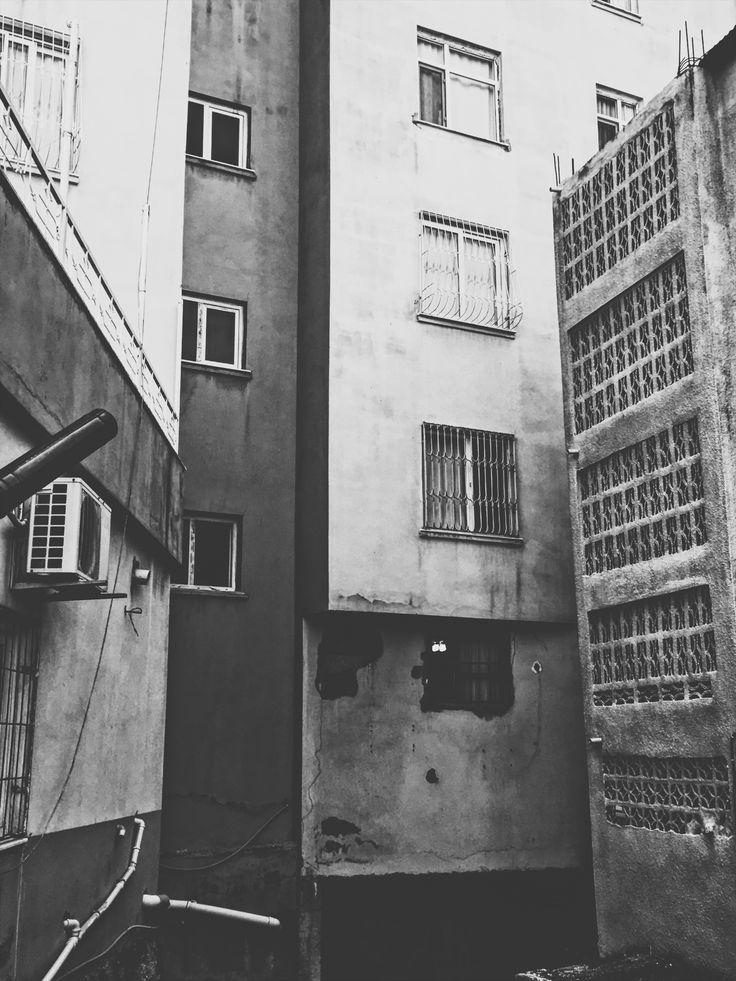 Deadhouse.