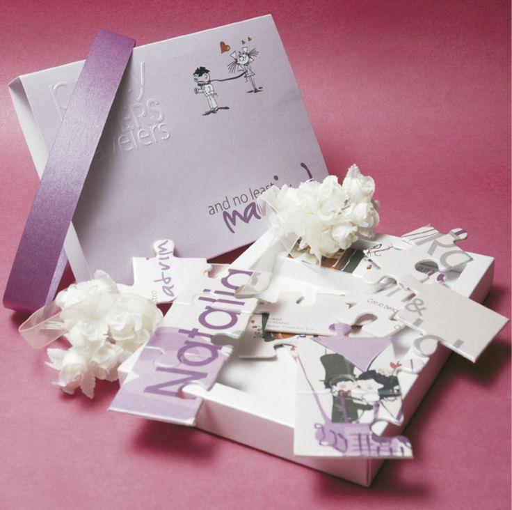 CAJA CON ROMPECABEZAS (Invitación personalizable)  Incluye: 1 Caja con medidas 15x10 cm impresa y repujada y 1 Invitación en rompecabezas (recordatorio)