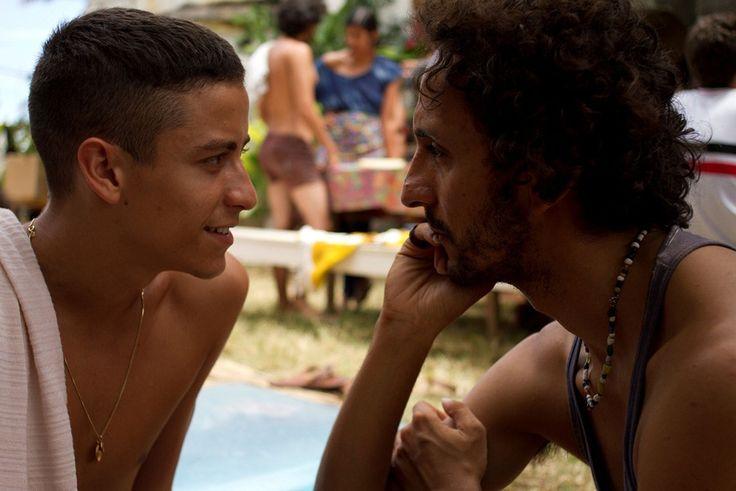 """De 29 de julho a 3 de agosto, a Caixa Cultural exibe a """"Mostra do Cinema de Pernambuco"""". São 36 filmes de premiados realizadores pernambucanos, entre longas e curta-metragens e raridades. Exibições ocorrem às 15h30, 18h e 20h30. Ingressos custam R$ 4 eR$ 2 a meia entrada. Também têm direito a meia os correntistas que...<br /><a class=""""more-link"""" href=""""https://catracalivre.com.br/curitiba/agenda/barato/mostra-de-cinema-traz-a-curitiba-premiados-filmes-pernambucanos/"""">Continue lendo »</a>"""