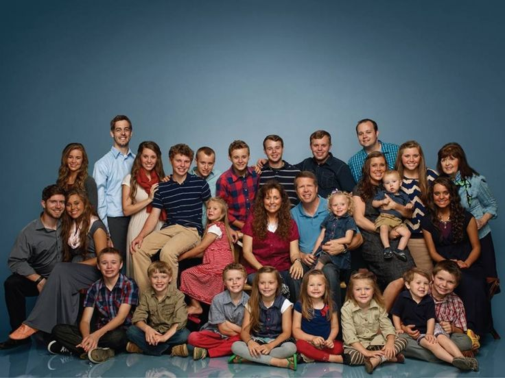 "Photo : Facebook/Duggar Family Official) ""19 Kids and Counting"" first ..."