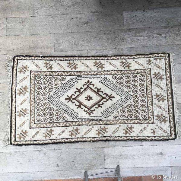 25 best ideas about petit tapis on pinterest tapis en pompon pompom rug and que faire ce weekend. Black Bedroom Furniture Sets. Home Design Ideas