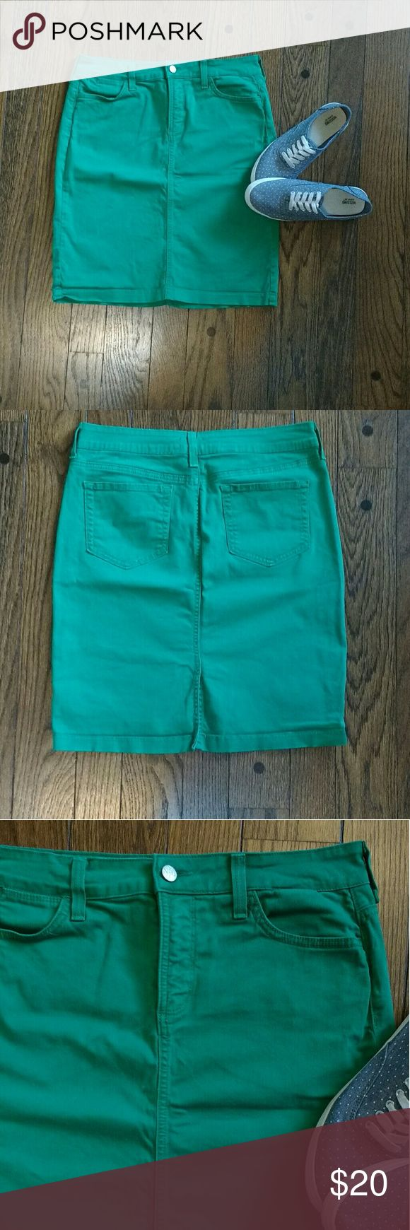 NYDJ Denim Green Pencil Skirt NYDJ Kelly green denim skirt. Knee length. Material has some stretch, very comfortable. You will love this skirt! NYDJ Skirts Pencil