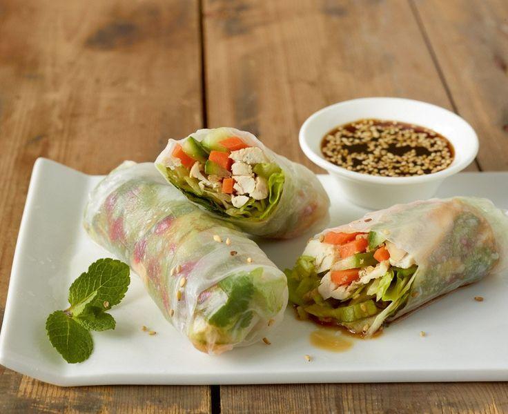 Rezept für Reispapier-Sommerrollen mit Soja-Dip bei Essen und Trinken. Und weitere Rezepte in den Kategorien Geflügel, Gemüse, Gewürze, Kräuter, Vorspeise, Fingerfood