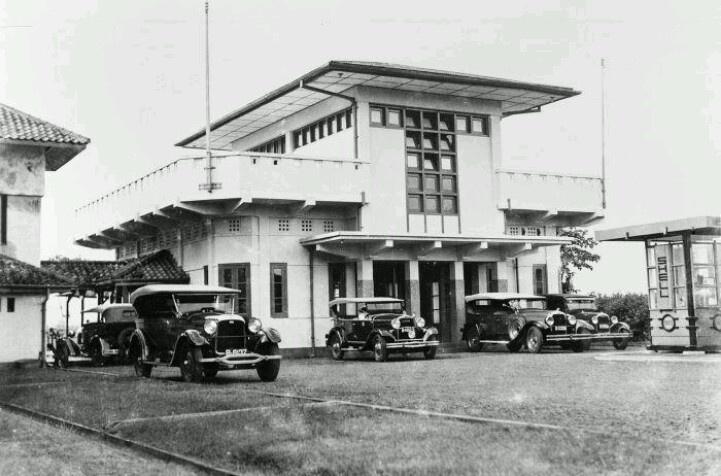 De aankomsthal van het vliegveld Tjililitan nabij Meester Cornelis (1915-1925)