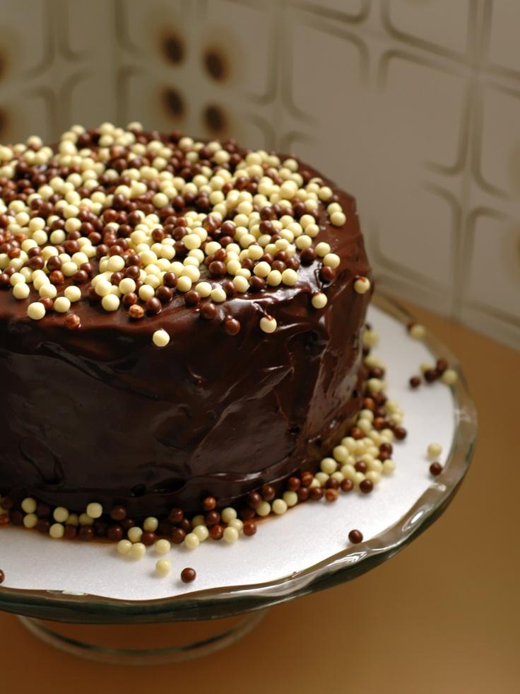 Bolo trufado com mousse de chocolate