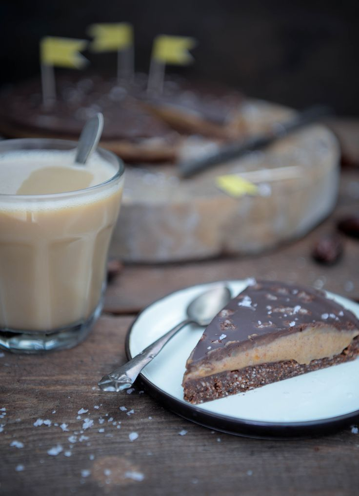 Saltet dadelkaramel tærte - vegansk og glutenfri