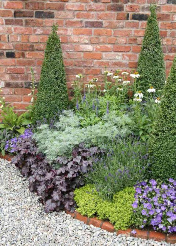 Une bordure de jardin en brique / Garden border with bricks - Marie Claire Maison