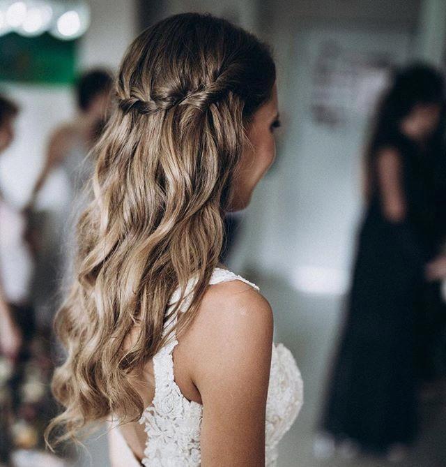 wedding boho hairstyle. beach waves. soft curls. messy hair. braids. bridal hai