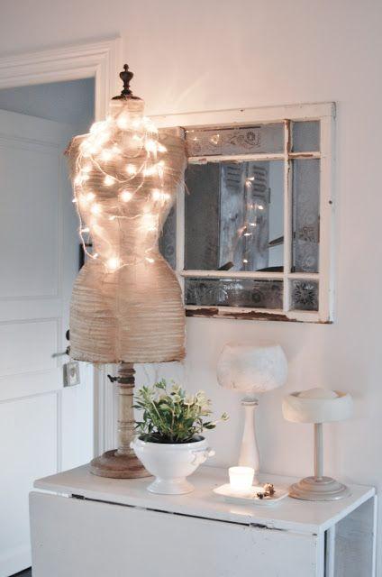 Vintage Interior Blogs VI...love the lights