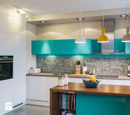 Aranżacje wnętrz - Kuchnia: Średnia otwarta kuchnia dwurzędowa w aneksie, styl nowoczesny - Chorążak Studio. Przeglądaj, dodawaj i zapisuj najlepsze zdjęcia, pomysły i inspiracje designerskie. W bazie mamy już prawie milion fotografii!