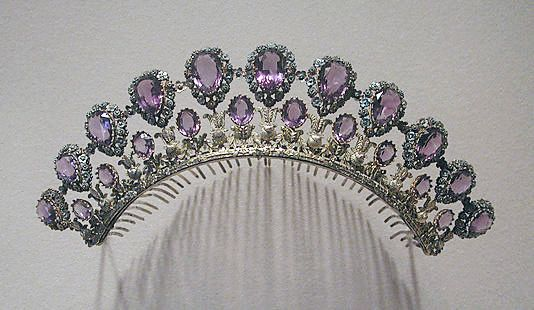 Peigne Josephine. First French Empire. Gold, silver, amethysts. c. 1825 - 1830. Part of a parure. Source: www.metmuseum.org