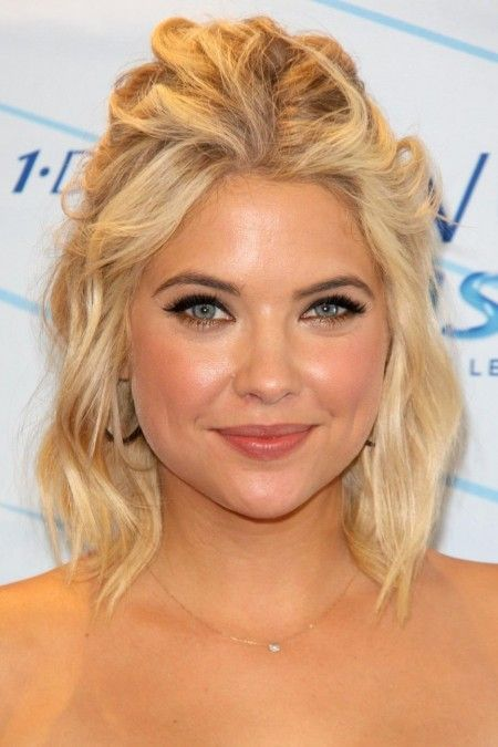 The Half Up Do Clic Sophisticated Stylist And Easy What S Not Ashley Benson Short Hairshort Bridesmaid Hairstyleslob Hairstylewedding