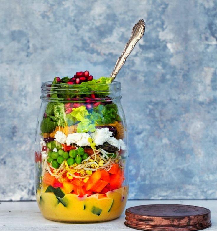 Salat i glas.Jeg er begejstret for disse salater, der kan pakkes i glas, og dermed er…