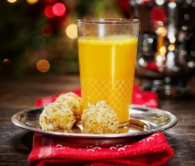 En kryddig glöggvariant utan alkohol. Pressa clementiner (apelsiner går förstås också bra) och värm med kanel, pomerans, kardemumma och stjärnanis. Härligt efter vinterpromenader och till glöggfest!