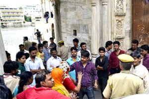 गणगौर घाट पर गेट लगाने का विरोध   Pratahkal