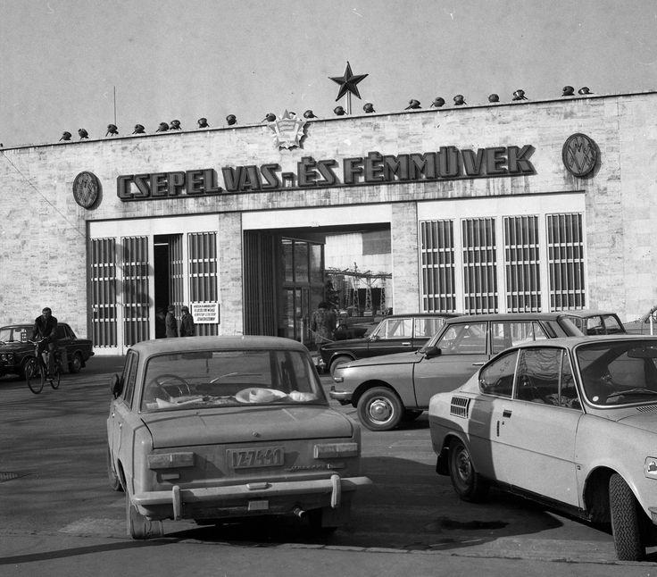 1980 orig: MAGYAR RENDŐR MAGYARORSZÁG BUDAPEST XXI. a Csepel Vas- és Fémművek főbejárata.
