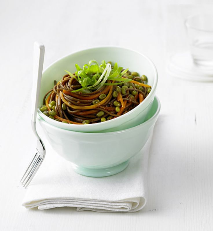 Rezept für Mungobohnensalat mit Soba-Nudeln bei Essen und Trinken. Ein Rezept für 4 Personen. Und weitere Rezepte in den Kategorien Gemüse, Nudeln / Pasta, Hauptspeise, Salate, Asiatisch, Einfach, Fettarm, Gut vorzubereiten, Kalorienarm / leicht, Vegetarisch, Hülsenfrüchte, Vegan.