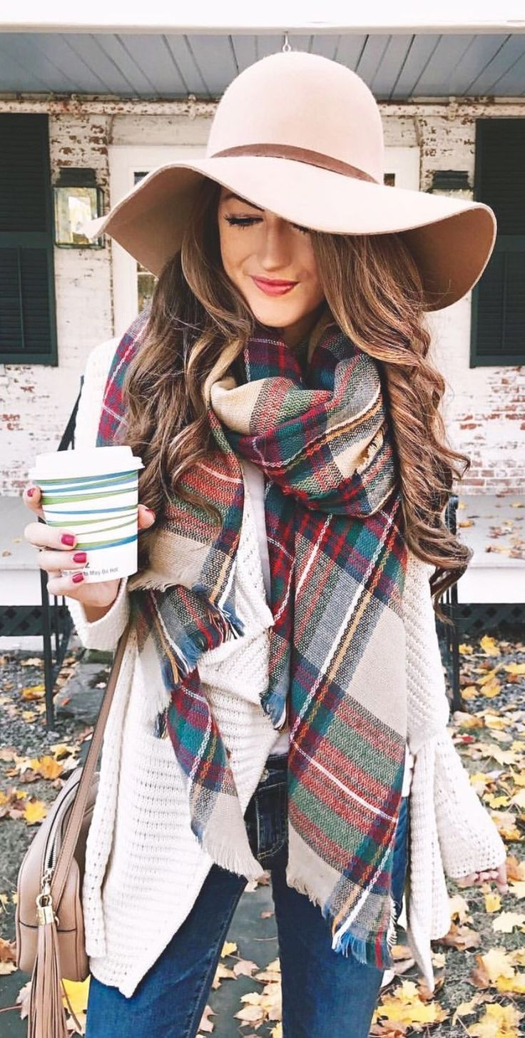 Love the hat with the scarf #falfashion